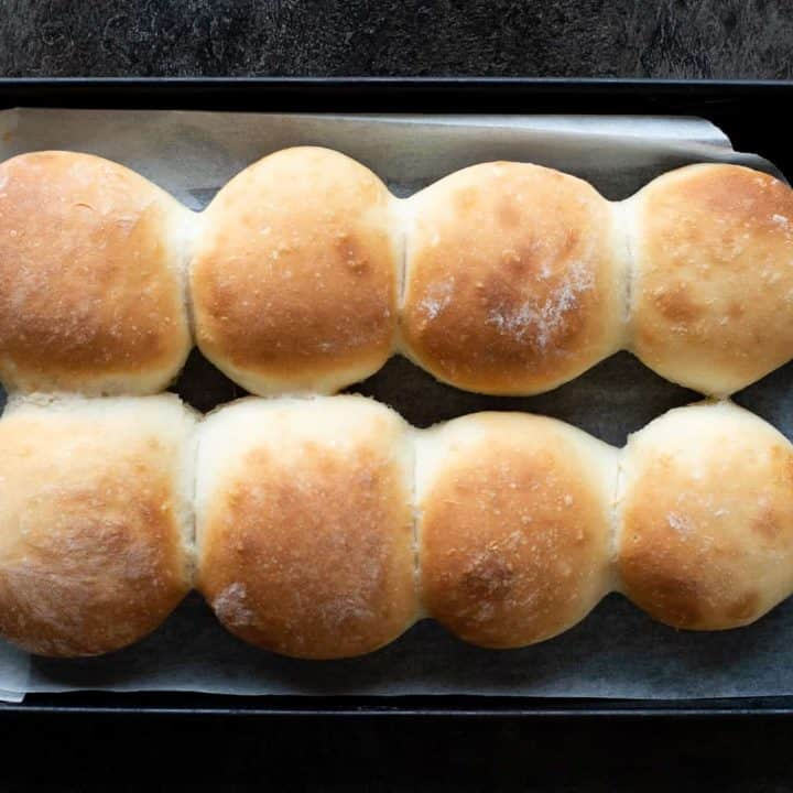 An easy recipe for making soft bread rolls in the Thermomix