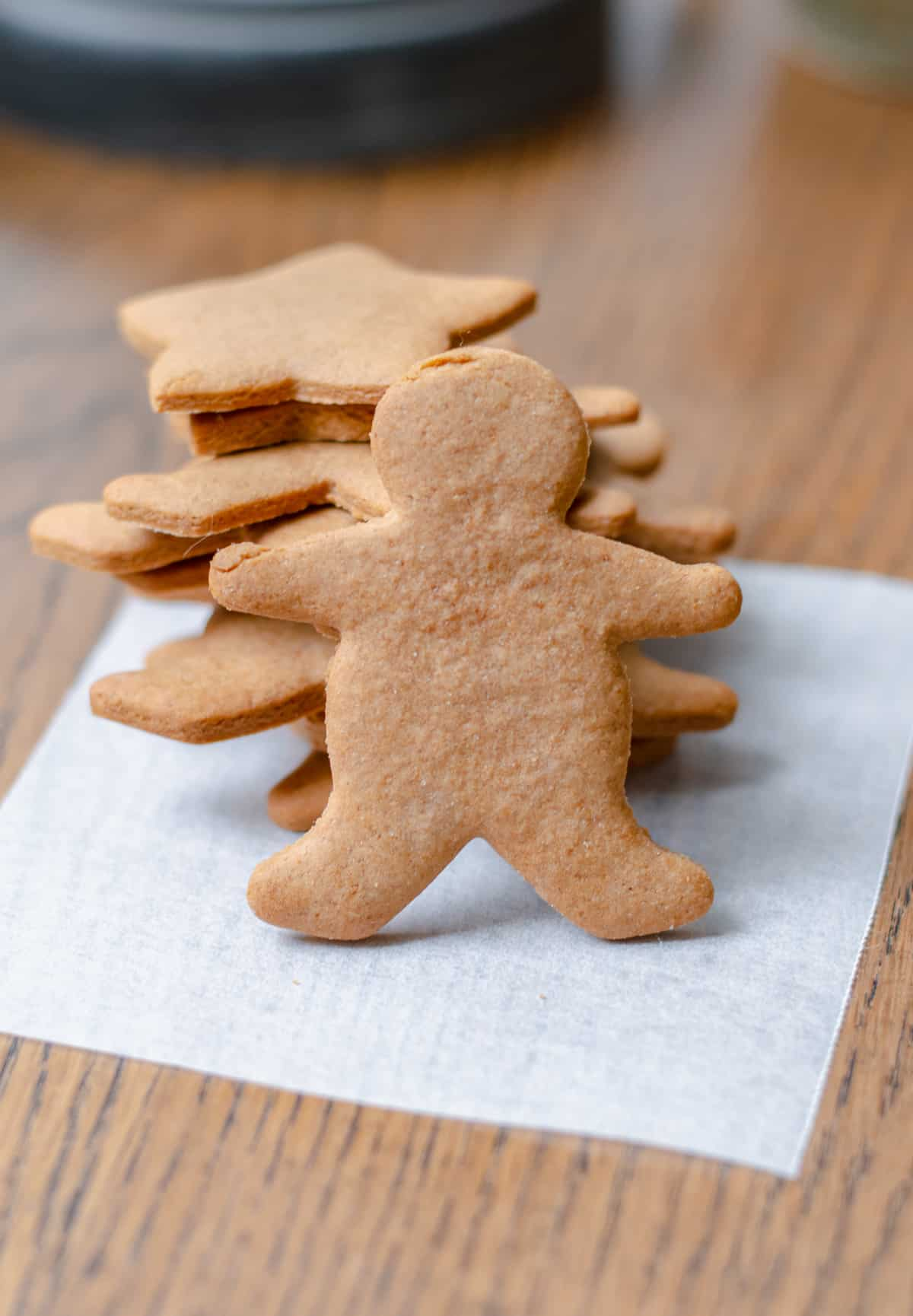 Gingerbread men and stars